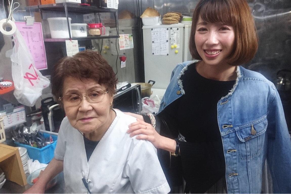 キッチンのお母さんが親切にサポートします。